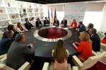 O conselleiro de Economía, Emprego e Industria, Francisco Conde, asinou hoxe coas empresas o protocolo de colaboración que converte a Galicia na primeira Comunidade en ofrecer axudas complementarias ao bono social eléctrico estatal