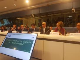 Conde sinala en Bruxelas a posición avantaxada da automoción galega na mobilidade autónoma e sustentable