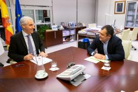 Conde informa ao alcalde do concello ourensán de Monterrei dos diferentes apoios activados para impulsar o emprego local