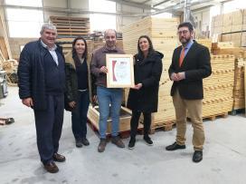 A Xunta destaca a aposta da empresa da Estrada Nudima pola utilización de madeira producida de xeito sustentable
