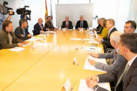 Almuiña e Conde reúnense con membros da Confederación de Empresarios de Galicia e representantes sindicais para abordar a situación actual do coronavirus