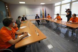 Xunta e traballadores acordan reclamar por escrito ao Goberno un prezo eléctrico estable e unha auditoría para Alu Ibérica