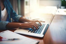 A Xunta abre o prazo para solicitar as axudas do novo programa de formación dixital dirixido a desempregados maiores de 45 anos