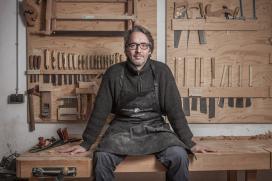 A Xunta amosa a obra do artesán Frank Buschmann a través dunha exposición en Pontevedra